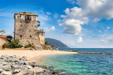 Ouranoupolis torre em Chalkidiki, Grécia, em um dia de verão Imagens