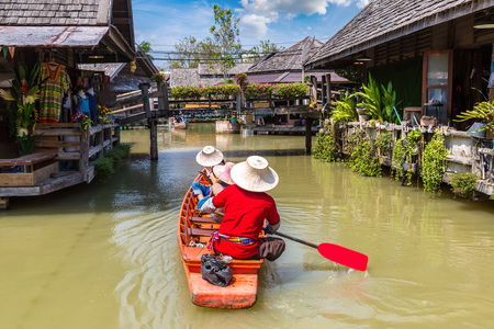 Floating Market in Pattaya, Thailand in a summer day 스톡 콘텐츠