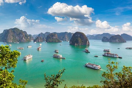 Panoramisch luchtfoto van Halong Bay, Vietnam in een zomerdag