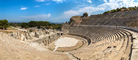 Panorama of Amphitheater (Coliseum) in ancient city Ephesus, Turkey in a beautiful summer day Banque d'images - 109511339