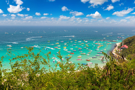 Panoramic aerial view of Koh Lan island, Thailand in a summer day Фото со стока