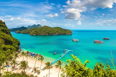 Idealna plaża w Parku Narodowym Mu Ko Ang Thong, Tajlandia w letni dzień Zdjęcie Seryjne