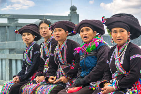 SAPA, VIETNAM - JUNE 19, 2018: Woman wearing traditional clothes in Sapa, Lao Cai, Vietnam in a summer day 報道画像