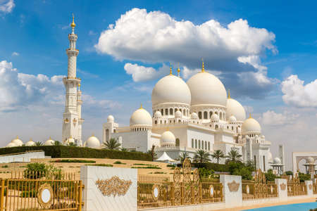 Sheikh Zayed Grand Mosque in Abu Dhabi in a summer day, United Arab Emirates Reklamní fotografie - 112233503