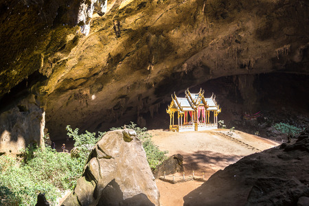 Royal pavilion in Phraya Nakorn cave, National Park Khao Sam Roi Yot, Thailand in a summer day 免版税图像