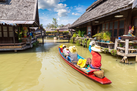 Floating Market in Pattaya, Thailand in a summer day Stok Fotoğraf