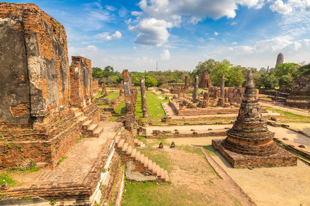 Ayutthaya Historical Park in Ayutthaya, Thailand in a summer day 免版税图像