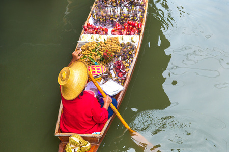 Floating market in Thailand in a summer day Фото со стока