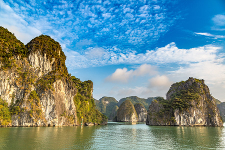 World natural heritage Halong bay, Vietnam in a summer day 免版税图像