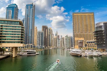 Marina de Dubaï en une journée d'été à Dubaï, Émirats Arabes Unis Banque d'images