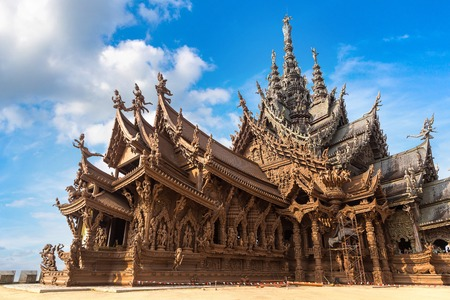 Sanctuary of Truth in Pattaya, Thailand in a summer day 免版税图像