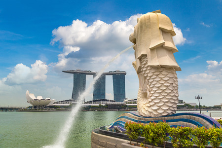 SINGAPORE - JUNE 23, 2018: Marina Bay Sands and The Merlion fountain statue - symbol of Singapore at summer day Redakční