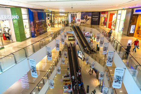 DUBAI, UAE - JUNE 26, 2018: Dubai Marina Mall in a summer day in Dubai, United Arab Emirates Redakční