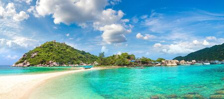 Panorama wyspy Nang Yuan, Koh Tao, Tajlandia w letni dzień