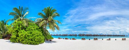 Panorama of Tropical beach in the Maldives at summer day Stockfoto