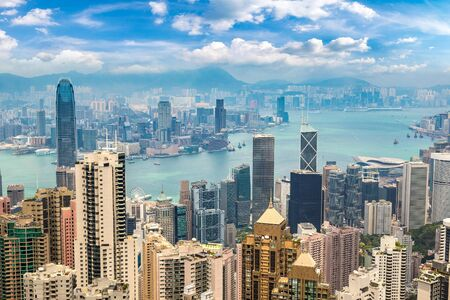 Panoramiczny widok na dzielnicę biznesową Hongkongu w letni dzień Zdjęcie Seryjne