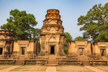Le temple Prasat Kravan est un ancien temple khmer dans le complexe d'Angkor Wat à Siem Reap, au Cambodge, en une journée d'été Banque d'images
