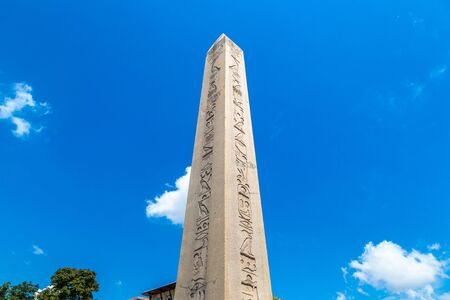 Ancient Egyptian Obelisk of Theodosius in Istanbul, Turkey in a beautiful summer day Banque d'images - 125043176
