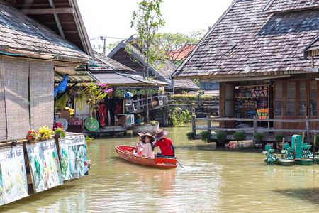 PATTAYA, THAILAND - MARCH 11, 2018: Floating Market in Pattaya, Thailand in a summer day Redakční