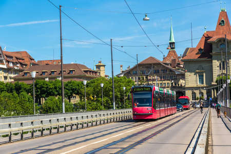 BERN, SWITZERLAND - JUNE 27, 2016: Modern city tram in Bern in a beautiful summer day, Switzerland on June 27, 2016 Éditoriale