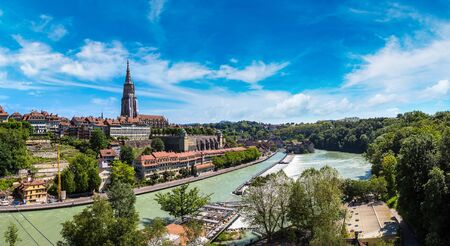 Panoramic view of Bern and Berner Munster cathedral in a beautiful summer day, Switzerland Banque d'images