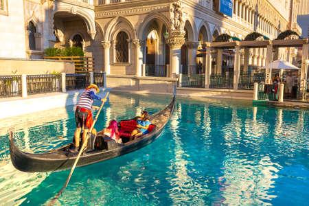 LAS VEGAS, USA - MARCH 29, 2020: Gondola rides in The Venetian Hotel and Casino in Las Vegas, Nevada, USA Redactioneel