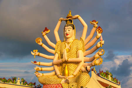 Statue of Shiva in Wat Plai Laem Temple, Samui, Thailand in a summer day Banque d'images