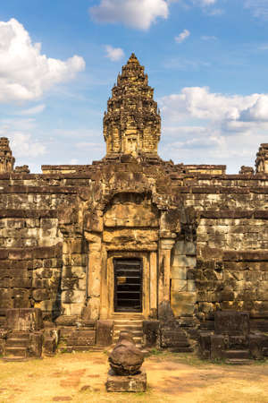 Bakong Prasat temple in complex Angkor Wat in Siem Reap, Cambodia in a summer day Banque d'images