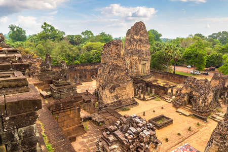 Pre Rup temple in complex Angkor Wat in Siem Reap, Cambodia in a summer day Banque d'images