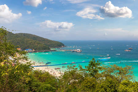 Panoramic aerial view of Koh Lan island, Thailand in a summer day Banque d'images