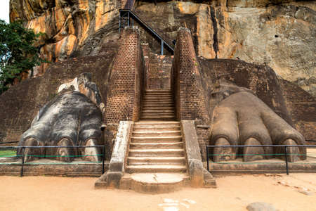 The Lions Paw Rock entrance at Sigiriya Rock fortress at Lion Rock in Sigiriya in a sunny day, Sri Lanka 版權商用圖片