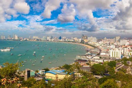 Panoramic aerial view of Pattaya Gulf, Thailand in a summer day Standard-Bild