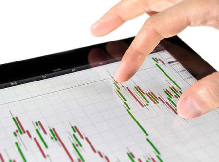 handel: Mit Touch-Screen-Tablette zur Analyse B�rse Chart. Lizenzfreie Bilder