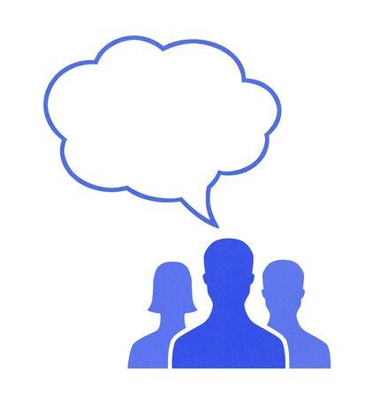 speech bubble: Figures de papier de l'homme parler en utilisant bulle. Concept image sur le th�me de la communication. Isol� sur fond blanc.
