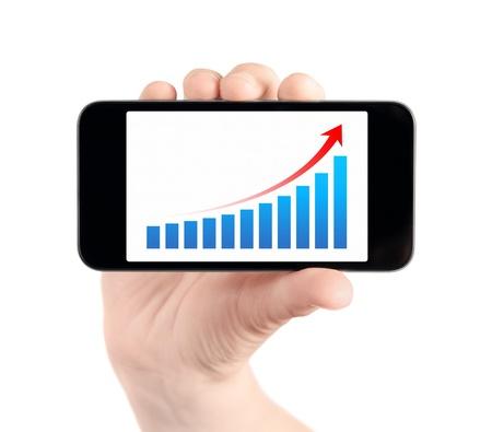 Hand houden van mobiele smart phone met succes grafiek op het scherm Geïsoleerd op wit