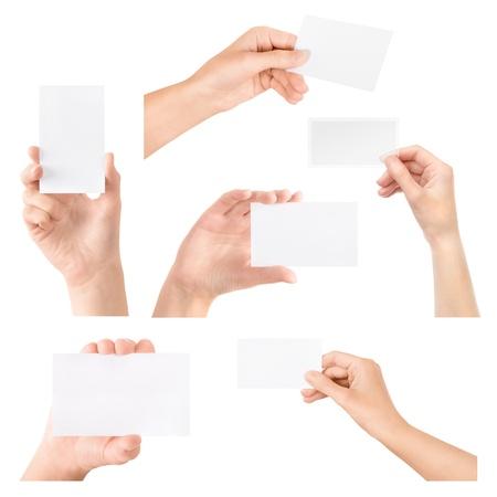 dando la mano: Mano femenina que sostiene la tarjeta de visita en blanco transparente en la mano Collection conjunto aislado en blanco