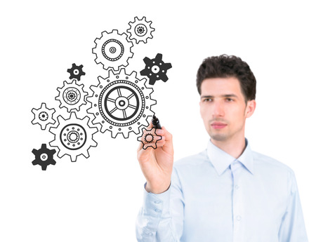Portret van een jonge peinzende zakenman die een marker en tekening van een concept van het business development proces Geïsoleerd op witte achtergrond Stockfoto