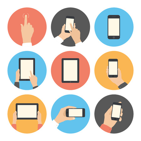smartphone mano: Moderna icone piatto di raccolta vettore in colori alla moda di telefono cellulare e tablet digitale utilizzando con mano toccare il simbolo schermo isolato su sfondo bianco