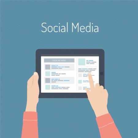 planos: Diseño plano vector moderno concepto de ilustración de la web de las redes sociales con las últimas noticias en una pantalla digital de la tablilla aislada en elegante fondo de color