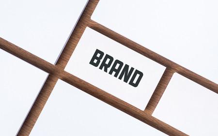 marca libros: Tarjeta de visita con la palabra de la marca y con los papeles en blanco para presentación de la empresa o el concepto de la identidad de marca Foto de archivo