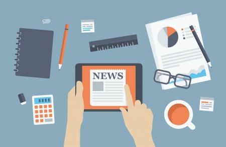 Plat ontwerp stijl moderne vector illustratie concept van business persoon die het lezen laatste nieuws over digitale tablet die zich in zakelijke werkplek met bureau-artikelen en voorwerpen, papieren en documenten die op stijlvolle achtergrond