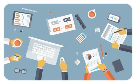 요약보고: 팀웍은 브리핑에서 컨설팅의 평면 디자인의 모던 한 벡터 일러스트 레이 션의 개념, 중소 기업 프로젝트 프리젠 테이션, 기업 재무 전략의 아이디어를 계획하고 브레인 스토밍하는 사람들의 집단 일러스트