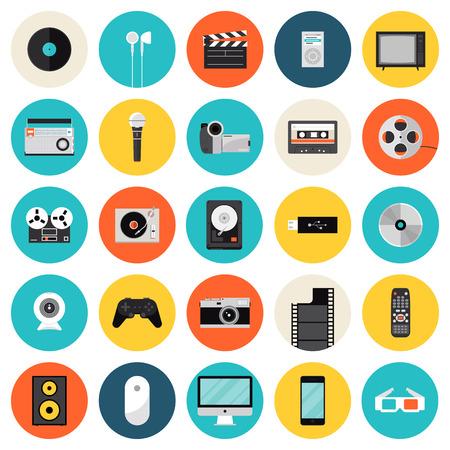 Macchina fotografica: Icone piane set di tecnologie multimediali e di dispositivi, strumenti sonori, audio e articoli video e oggetti. Moderno stile di design simbolo vettore di raccolta. Isolato su sfondo bianco. Vettoriali