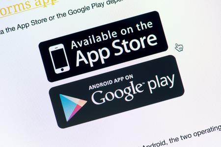 google: Kiev, Ucrania - 24 de septiembre 2014: Close-up foto de la pantalla del monitor con la App Store y Google Play botones de descarga para la descarga de la aplicaci�n elegida.
