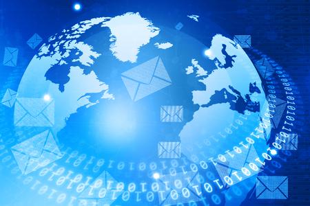 correo electronico: Mundo digital con la distribución de correo electrónico Foto de archivo