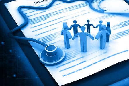 의료 및 건강 보험 청구 양식과 청진 사람들 스톡 콘텐츠