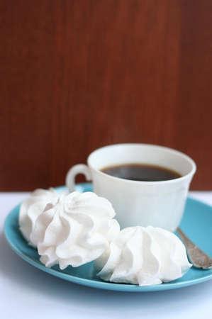 whithe: whithe merengues caseros con una taza de caf�