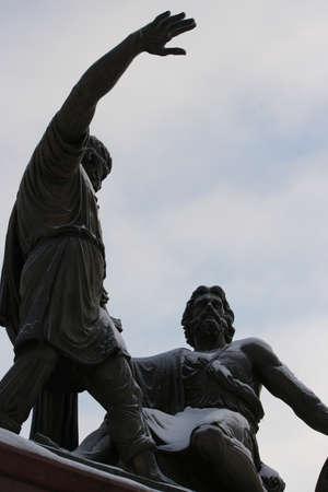kreml: Minin and Pozharsky monument at the old kremlin in Nizhny Novgorod, Russia