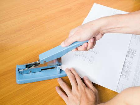 grapa: gran papel b�sico en la mesa de negocios