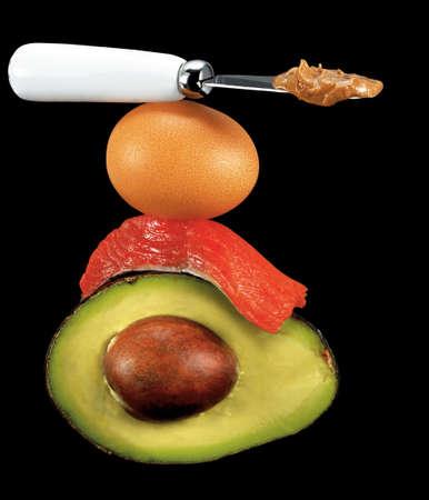 comidas saludables: grasas saludables, �cidos grasos omega 3, aguacate, salm�n, huevo y mantequilla de man�
